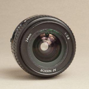 Un obiettivo da 24 mm come si legge chiaramente sul corpo