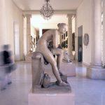 L'accentuare l'effetto mosso usando un tempo lento mi suggerisce dinamismo in un contesto di per se statico quale un museo di scultura